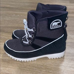 Sorel women's size 9 boots (never been worn)